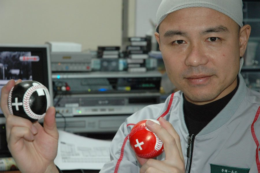 Kazushi Tezuka demonstrates the gyro spin