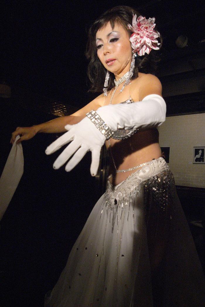 Aoyama stripper - The Tokyo Reporter - 웹