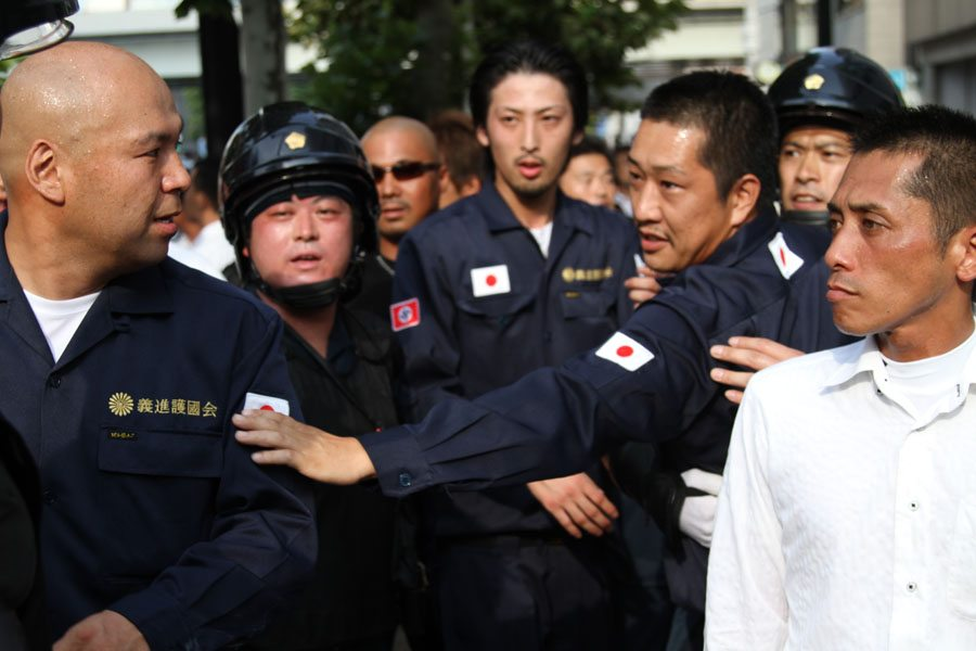 Right-wing groups protest anti-Yasukuni Shrine march in Tokyo