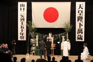 Right-wing groups celebrated the assassination of socialist politician Inejiro Asanuma by holding a ceremony to honor his killer, Otoya Yamaguchi, at Hibiya Park in Tokyo's Chiyoda Ward on Tuesday, the 50-year anniversary of Yamaguchi's suicide.