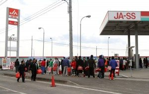 Line for fuel at JA station in Wakabayashi Ward