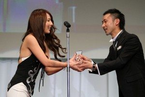 Jessica Kizaki wins Livedoor media award at 2011 porn awards