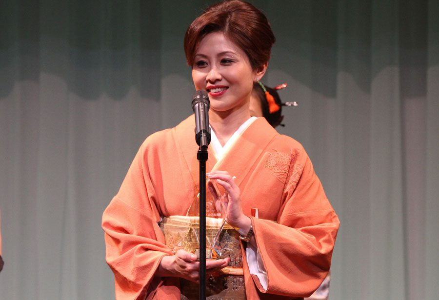 Satsuki Kirioka wins the Livedoor media award at the Sky PerfecTV! Adult Broadcasting Awards 2012 that took place on February 14 at a hotel ballroom in Tokyo's Shinagawa district.