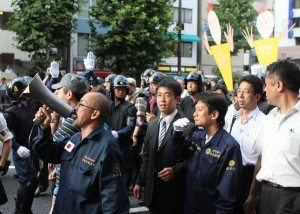 Right-wing groups clash with police in Kudanshita, Tokyo