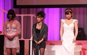 Mana Sakura (right)