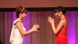 Mana Sakura (left) and Kana Yume (right)