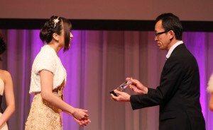 Hibiki Otsuki accepts her award