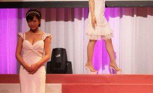 Mana Sakura (left)