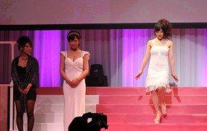 Yui Fujishima (right) on stage