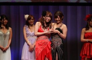 Yui Hatano (left) and 2013 Best Actress Haruki Sato (right)