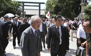 Mitsunori Agata (left) of the Sumiyoshi-kai
