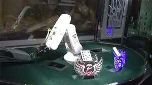 The robot dealer at Kabukicho's Atom parlor