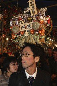 Visitors at the Tori no Ichi festival