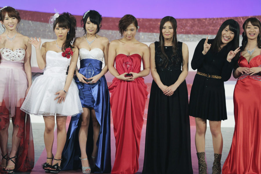 Mana Sakura (center) and the other Best Actress nominees