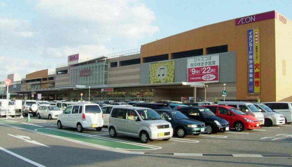 Police are hunting for a woman who bit a security guard at Aeon Mall Otsu Himeji after being accused of shoplifting