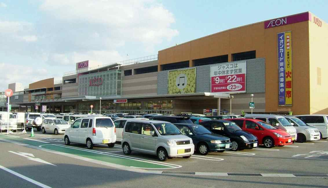 Police are hunting for a woman who bit a security guard at Aeon Mall Himeji Otsu after being accused of shoplifting