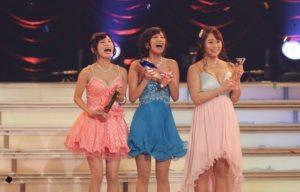 Moe Amatsuka (left), Riku Minato (center) and Marina Shiraishi on stage at the DMM Adult Awards 2015