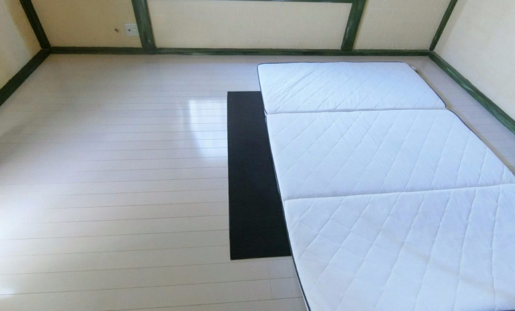 A corpse was found atop a mat in a bedroom of a residence in Nakano Ward on Sunday