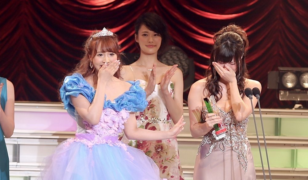 Yua Mikami (left) crowns Shoko Takahashi as Best New Actress at the DMM Adult Awards on Sunday