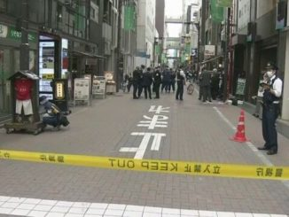 Tokyo police are searching for two persons suspected in theft of a bag containing 72 million yen