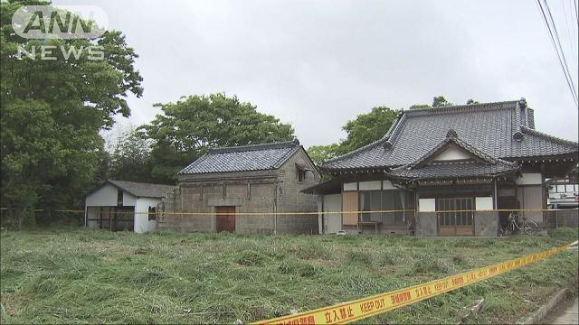 A male corpse was found inside an abandoned residence in Hitachi City on Sunday