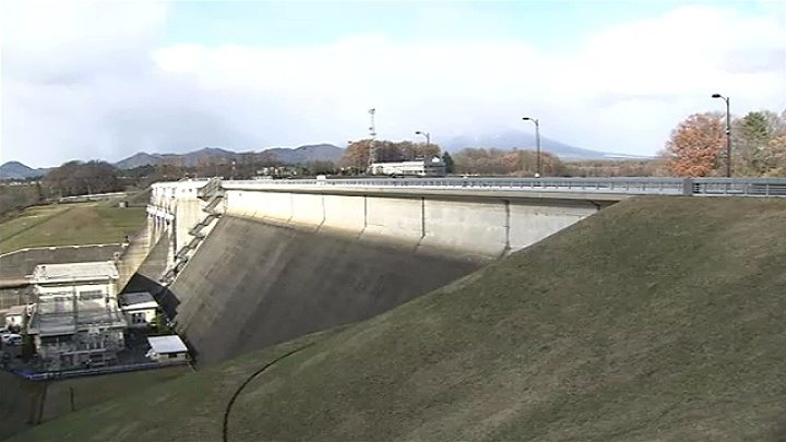 One school girl died and another was seriously injured in a plunge from the Shijushida Dam in Morioka City