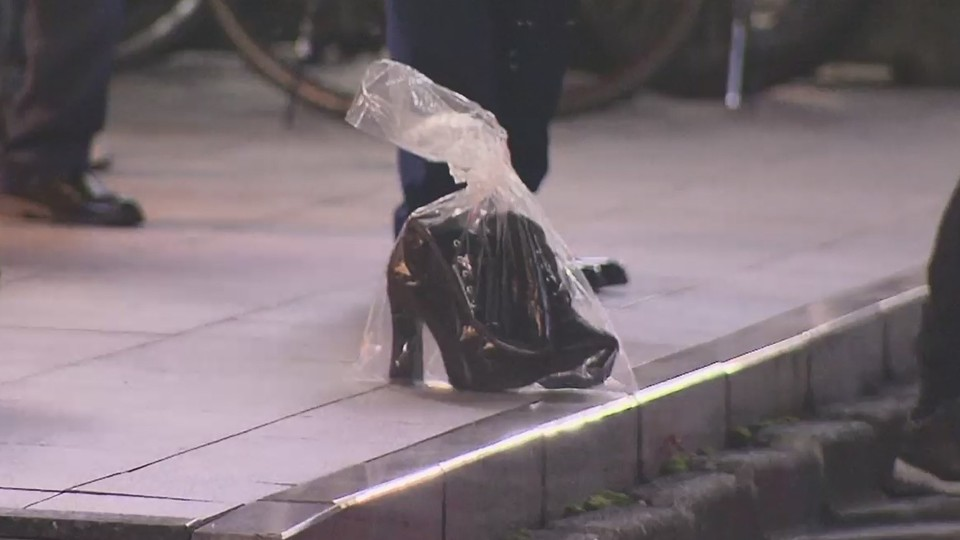 A woman left behind her shoes before leaping to her death from a building in the Kabukicho red-light district of Shinjuku Ward earlier this month