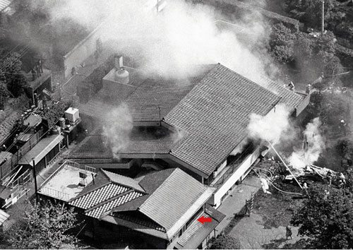 The residence of Yoshio Kodama after the attack with a red arrow showing where he was when the plane struck