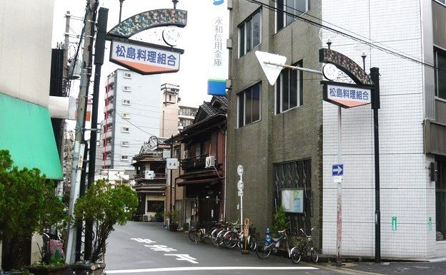 Osaka police busted a restaurant in Matsushima Shinchi for brokering prostitution