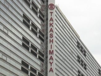 Department store chain Takashimaya issued a warning after a customer found a glass shard inside a shumai dumpling at its Yokohama branch