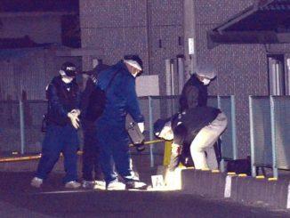 Investigators at the scene (Yomiuri Shimbun)