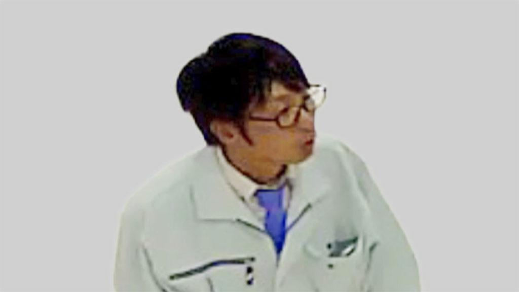 A man posed as a bank employee in swindling a Yokohama woman out of 500,000 yen in July